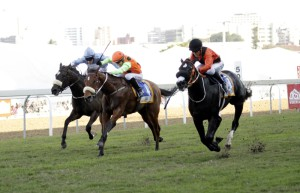 Dawn Calling challenges Querari Falcon in the finish of the Gr1 Thekweni Stakes. Image: Candiese Marnewick