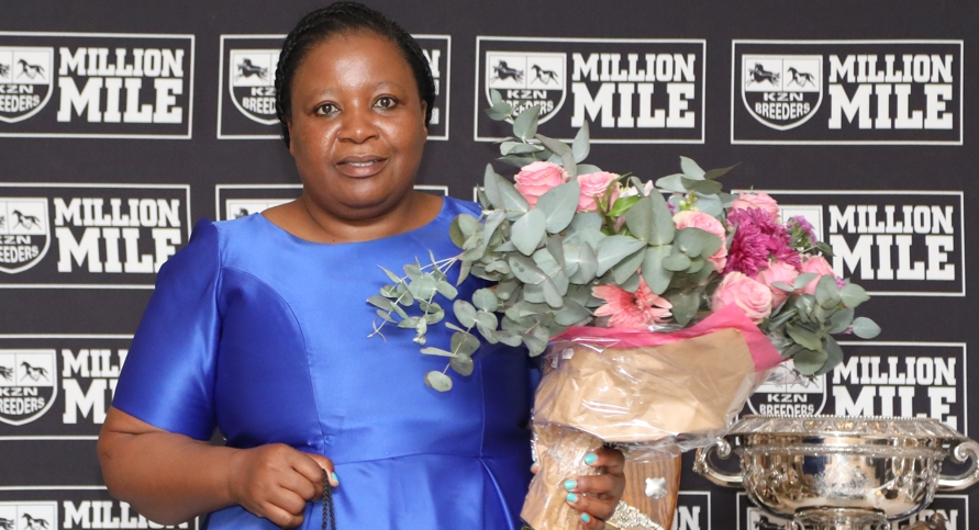 Congratulations to Nothemba Mlonzi, who received a special acknowledgement after both of her first horses bred both won in their first racing season and on debut. Image: Candiese Marnewick